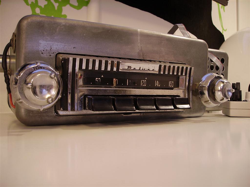 Vintage car radio